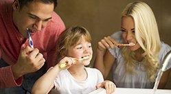 Estudo com gêmeos confirma os benefícios do uso de fio dental